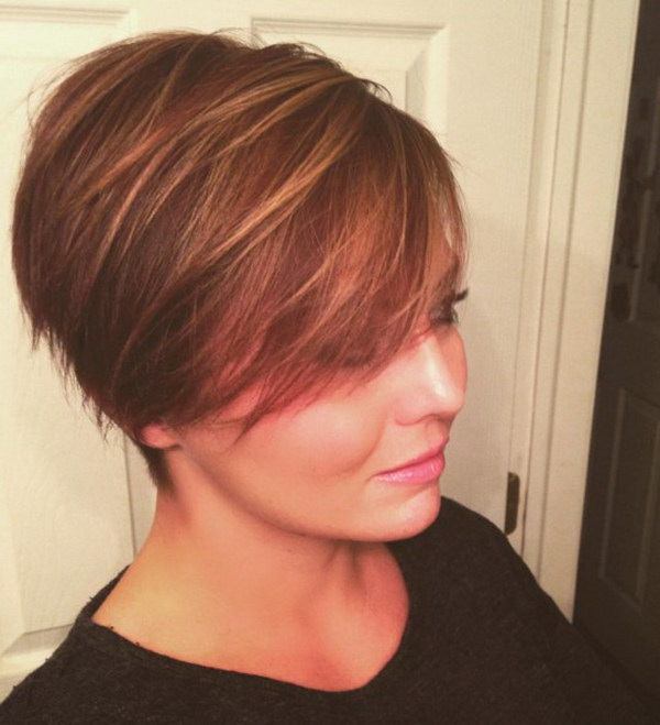 Long Pixie Hairstyle with Highlights for Round Faces.