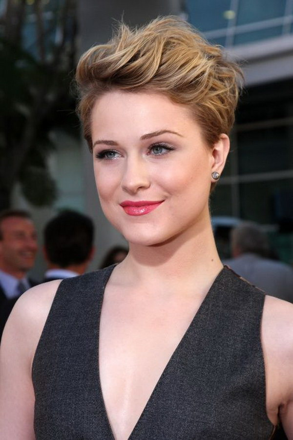 Cute Pixie Hairstyle for a Round Face.