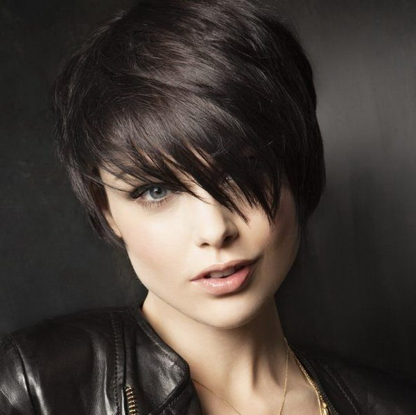Short Pixie Haircut for Round Faces.