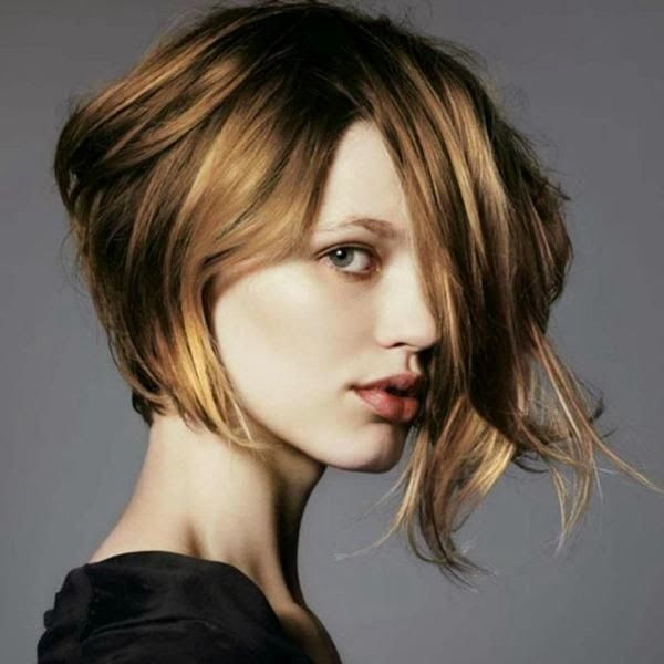 Short Blond Bob Haircut for Round Faces.