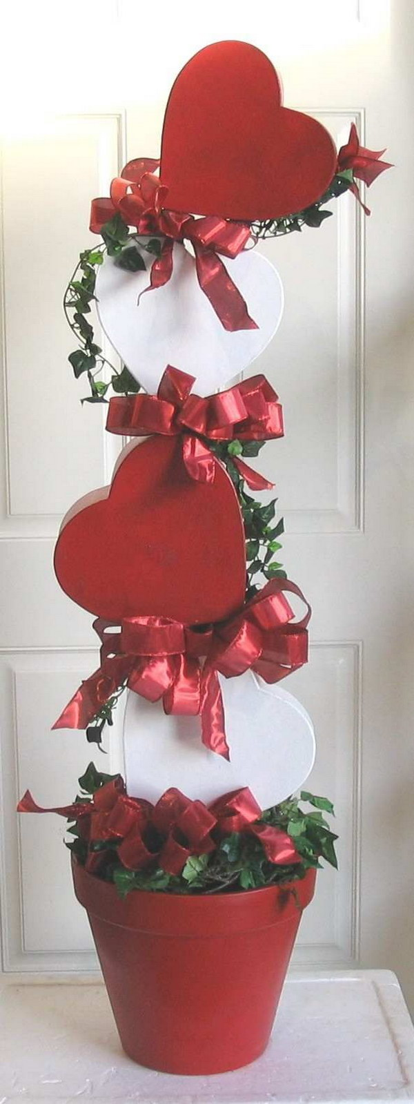DIY Valentine Hearts for the Front Porch