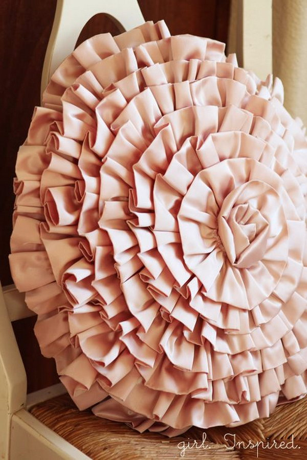 DIY Ruffle Pillow Tutorial
