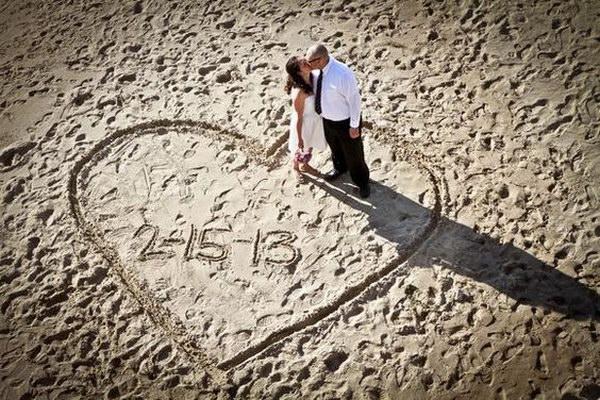 Beach Wedding Photo Idea.