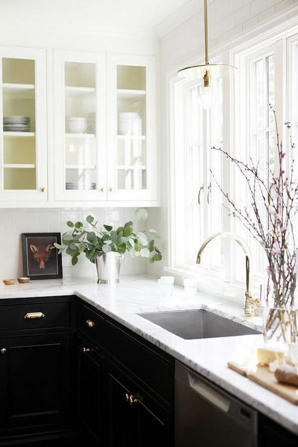 Balck and White Contrasting Kitchen Cabinet Paint Color.