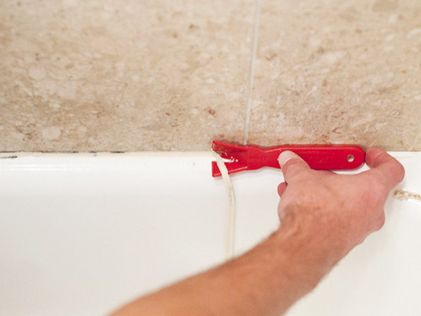 Remove Old Caulk Using The Right Method Of Approach.