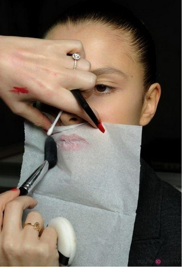Make Lipstick Last Longer with Tissue Paper and Translucent Powder.