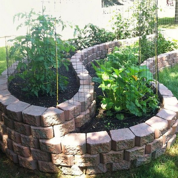 Beautiful Curved Raised Bed Garden Using Landscape Stones.