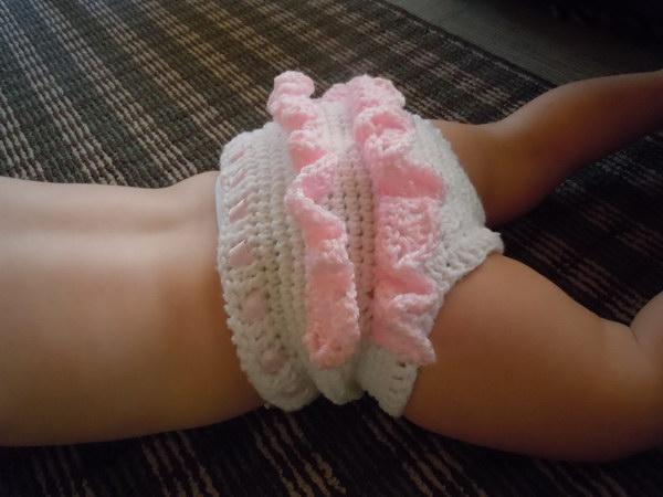 Crochet Ruffle Baby Bloomers.