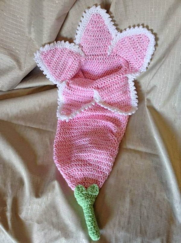 Free Pattern: Baby Flower Cocoon.