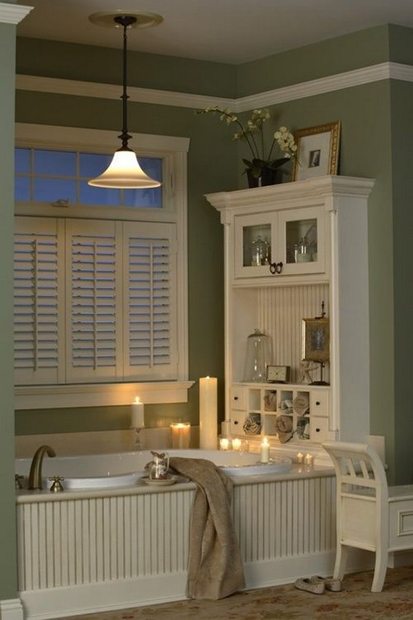 Functional 'Hutch' At End Of Tub.
