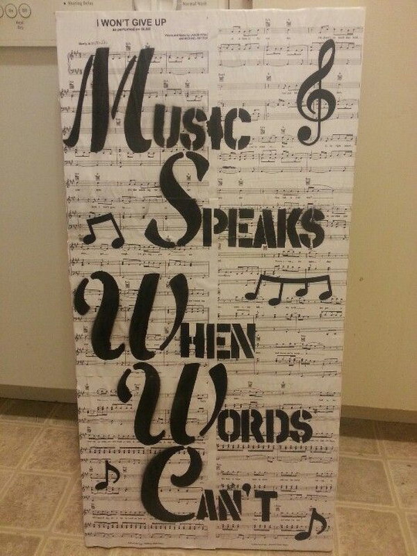 Easy to make romantic sheet music decorating projects diy for Room decorating ideas music
