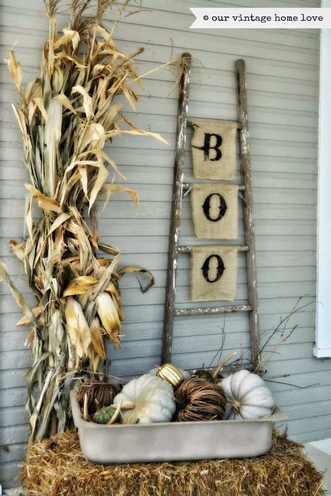 Fall Porch Decoration.