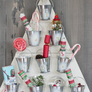 DIY Christmas Countdown Calendar Ideas & Tutorials