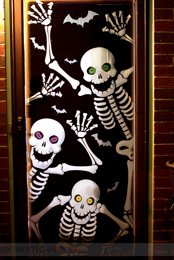 halloween skeleton door decoration - Cute Halloween Door Decorating Ideas
