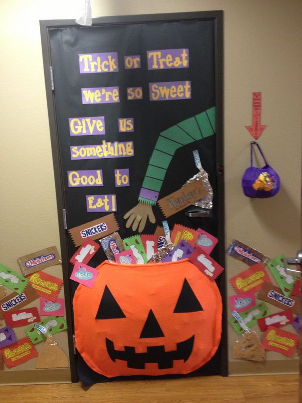 Halloween Door Bulletin Board.