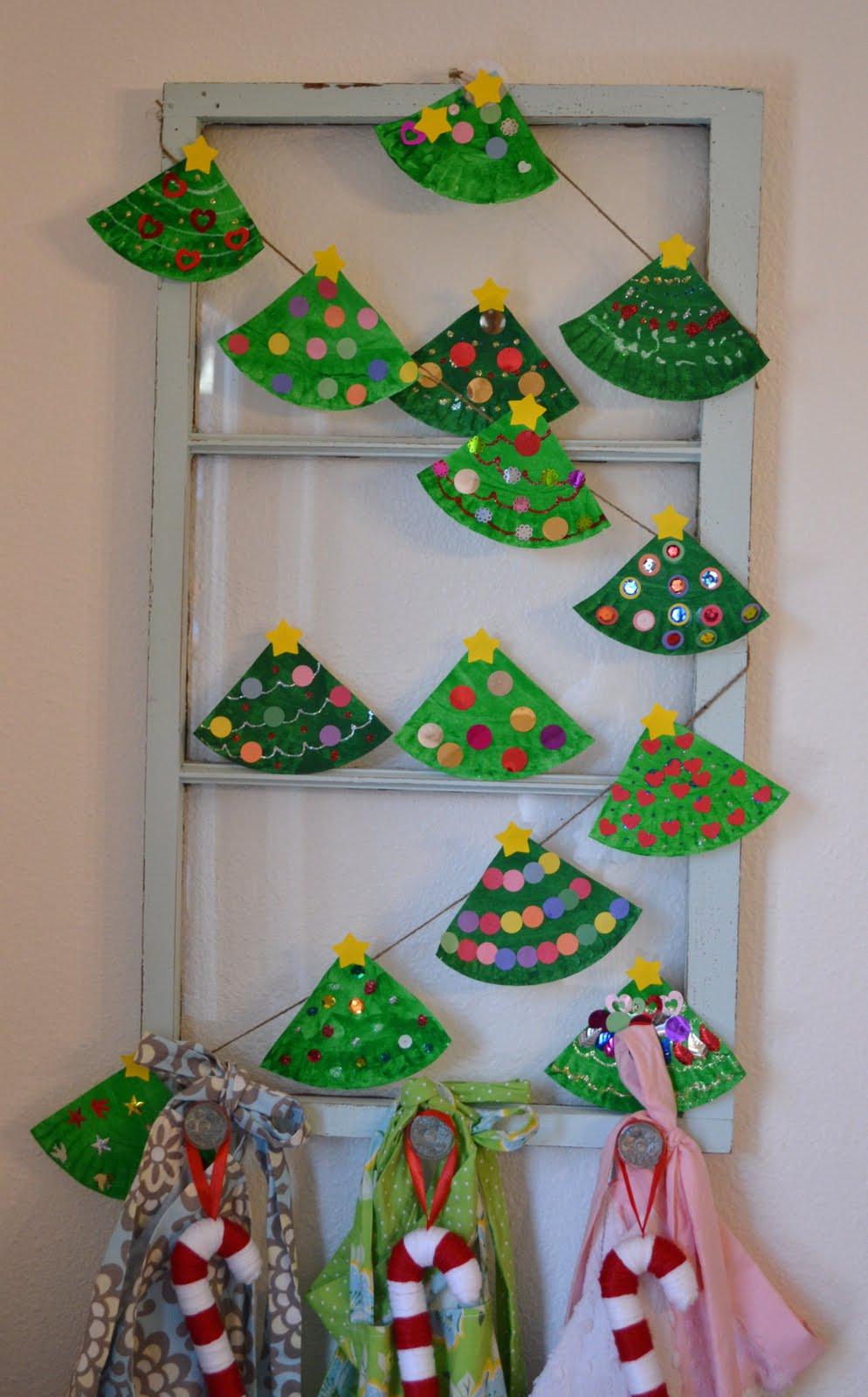 Paper Plate Christmas Tree Garland.