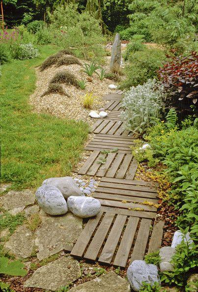 Pallet Garden Pathway.