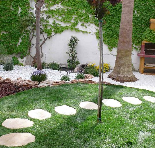 White Gravel Used Beautifully to Create a Stunning Garden Border.