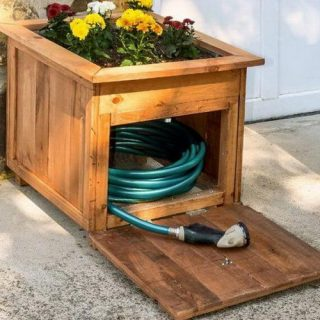 30+ Creative DIY Wood and Pallet Planter Boxes To Style Up Your Home