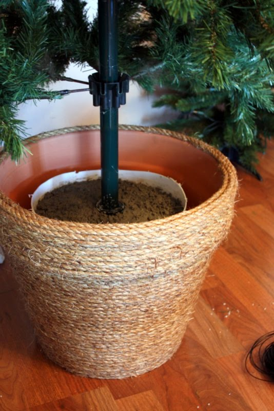 DIY Christmas Tree Planter Using Manila Roping Wrapped Terra Cotta Planter And Concrete.