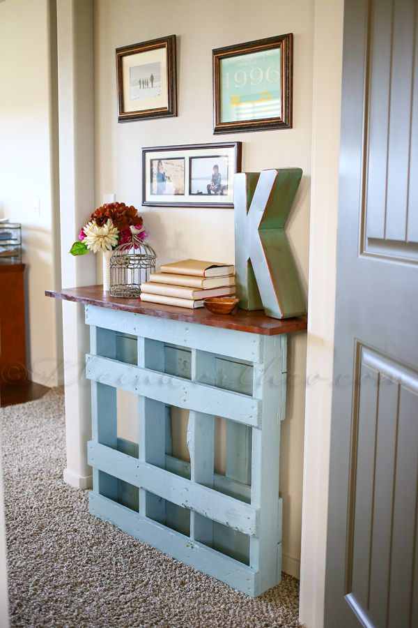 Beautiful Pallet Console Table for Not So Wide Entry.