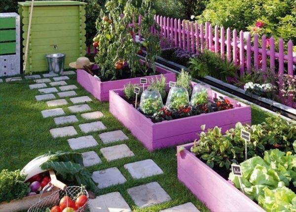 DIY Beautiful Painted Pallet Garden Beds.