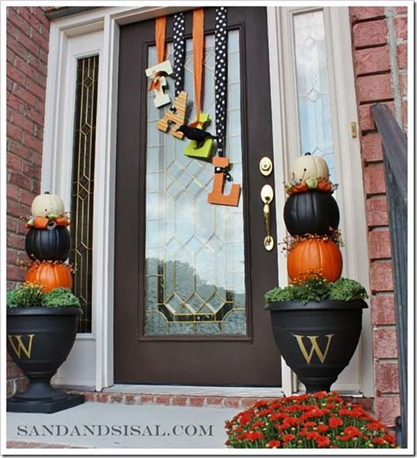 'Falling Fall' Door Decoration.