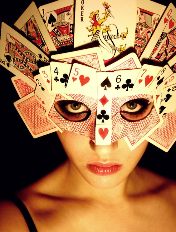 Queen of Hearts Poker Mask.