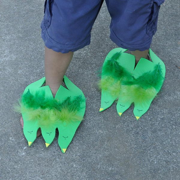 Super Easy Dinosaur Feet.