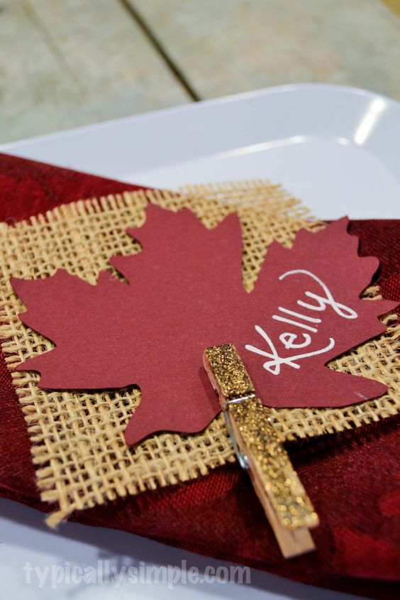 Burlap & Glitter Place Cards For Thanksgiving.