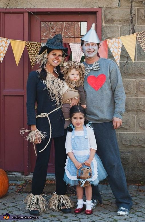 Wizard Of Oz Family Costumes.