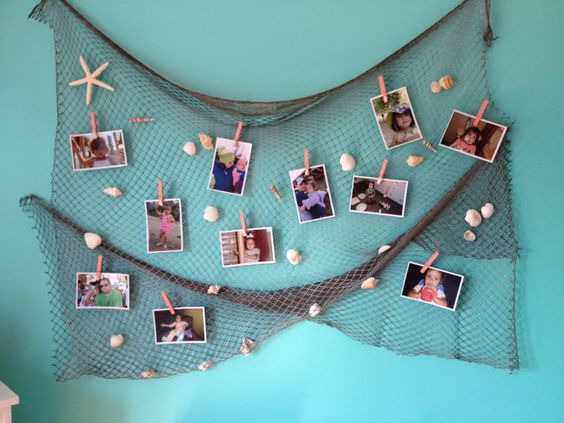 Display Photos In A Netting Sandbar Display.