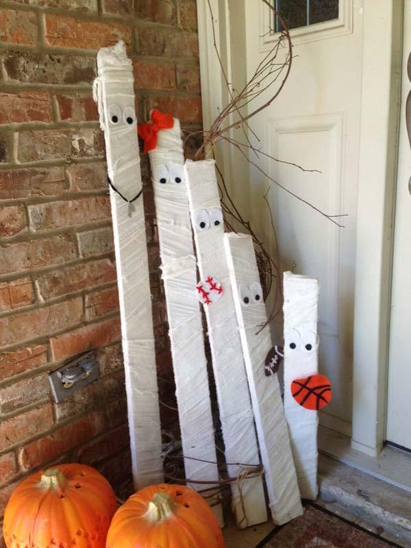 Halloween Pallet Mummies.