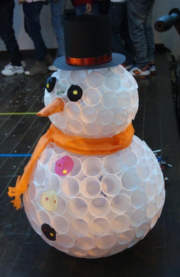 DIY Plastic Cups Snowman.