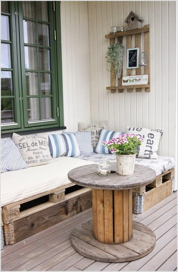 Recycled Pallet Wood Bench.