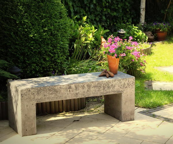 DIY Concrete Garden Bench.