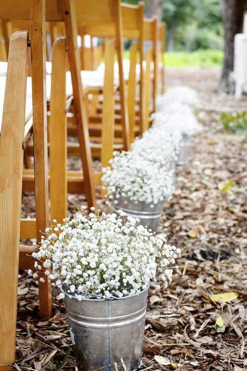 Line the aisle with galvanized buckets of baby breath flowers.